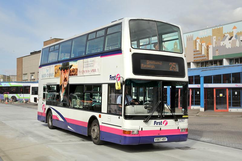 32887 V887HBY, Basildon 17/4/2015