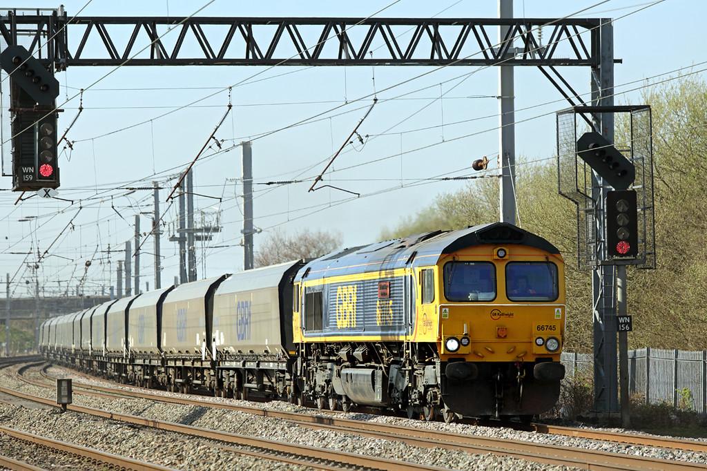 66745 Winwick Junction 20/4/2015<br /> 6G60 1507 Liverpool Bulk Terminal-Ironbridge PS