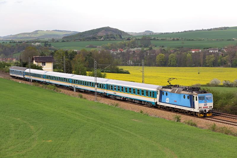 362055 Hořovice 27/4/2015<br /> EX350 1714 Praha hl.n-München Hbf