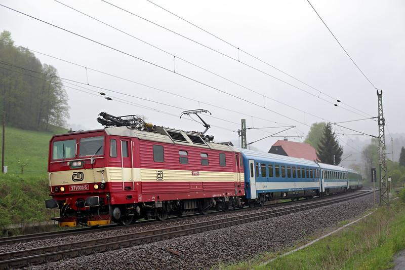 371003 Kurort Rathen 28/4/2015<br /> EC171 0646 Berlin Hbf-Budapest Keleti