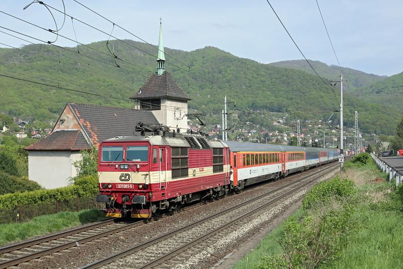 371003 Vaňov 29/4/2015<br /> EC172 0725 Budapest Keleti-Hamburg Altona