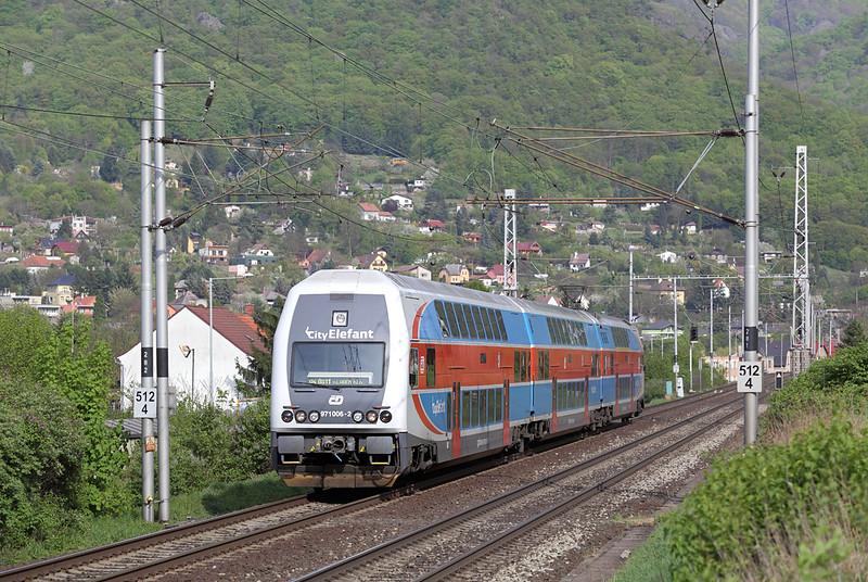 971006 Vaňov 29/4/2015<br /> Os6918 1440 Praha Masarykovo nádraží-Ústí nad Lábem hl.n