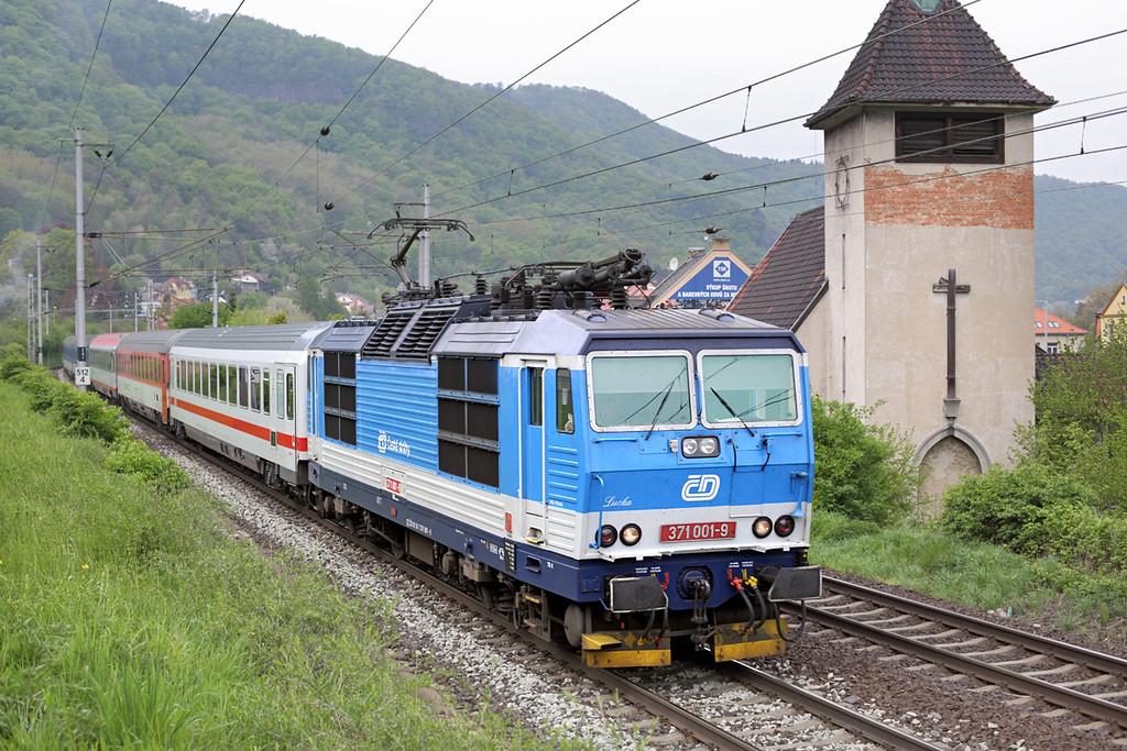 371001 Vaňov 30/4/2015<br /> EC173 0614 Hamburg Altona-Budapest Keleti