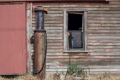 Fox, Oregon - 1920s visible gas pump