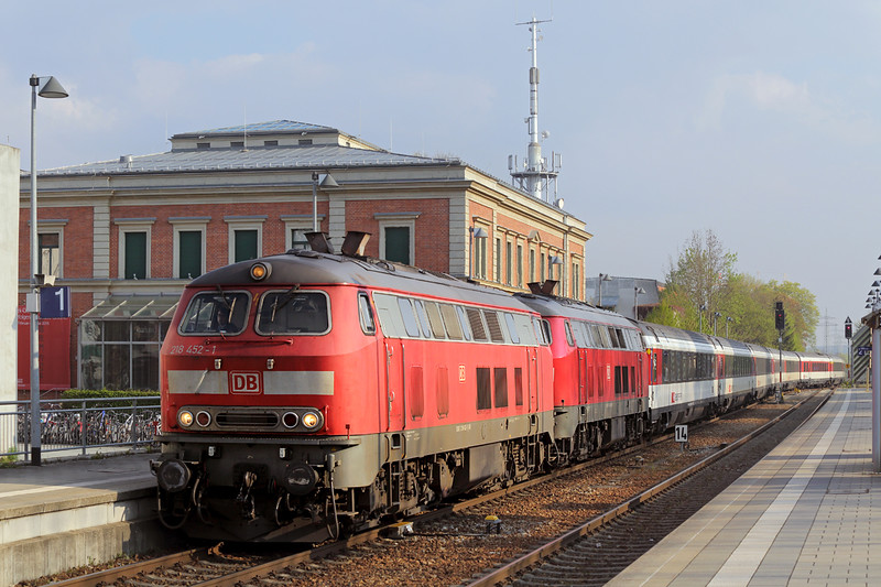 218452 and 218423, Memmingen 3/5/2016<br /> EC196 0703 München Hbf-Zürich Hb
