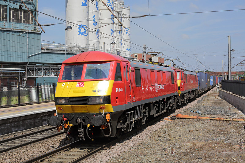 90040 and 90029, Warrington Bank Quay 3/6/2016<br /> 4M25 0607 Mossend Yard-Daventry