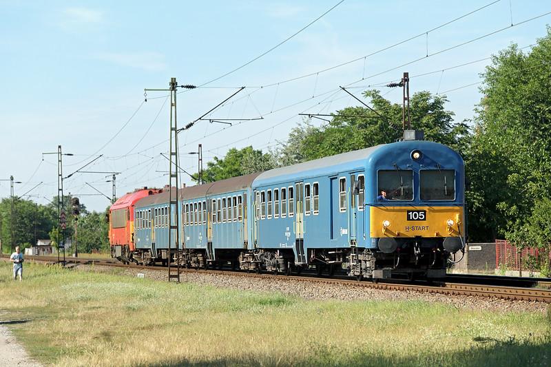 418166 (on rear), Debrecen-Csapókert 11/7/2016<br /> S6313 1422 Fehérgyarmat-Debrecen