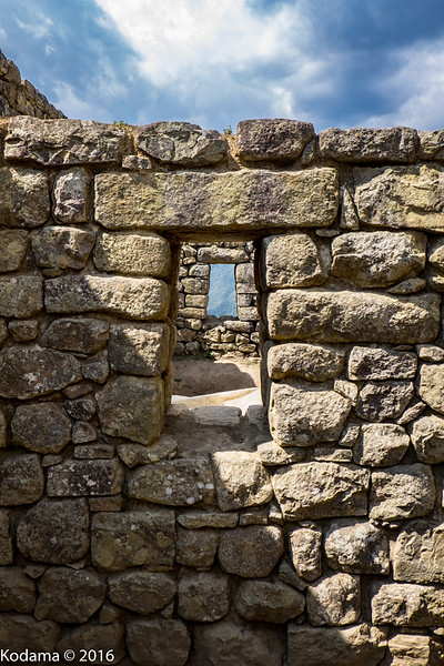 Trapezoidal openings as well as building shapes are a mark of the Incan builders.