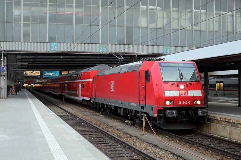146242 München Hbf 22/2/2016<br /> RE4082 1723 München Hbf-Passau Hbf