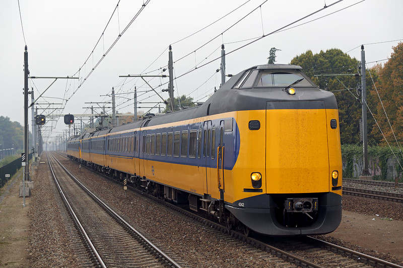 4242 and 4047, Eindhoven Strijp-S 24/10/2016<br /> 3545 1246 Schiphol-Heerlen