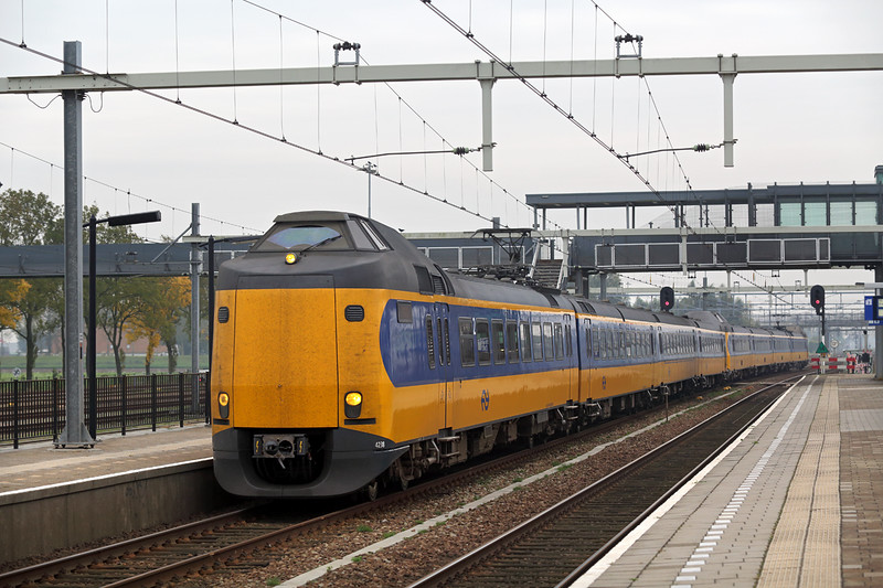 4238 and 4211, Lage Zwaluwe 24/10/2016<br /> 1934 1031 Eindhoven-Den Haag Centraal