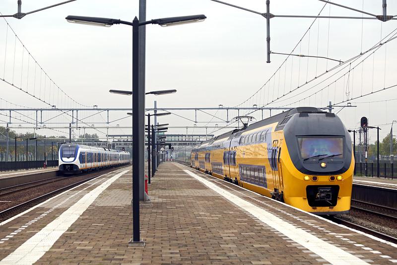 9591, 2608 and 2467, Lage Zwaluwe 24/10/2016<br /> 9591: 2645 1006 Vlissingen-Lelystad Centrum<br /> 2608 and 2467: 5036 1112 Breda-Den Haag Centraal