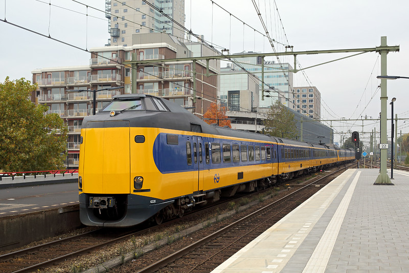 4220 and 4042, Tilborg 24/10/2016<br /> 1941 1122 Den Haag Centraal-Eindhoven