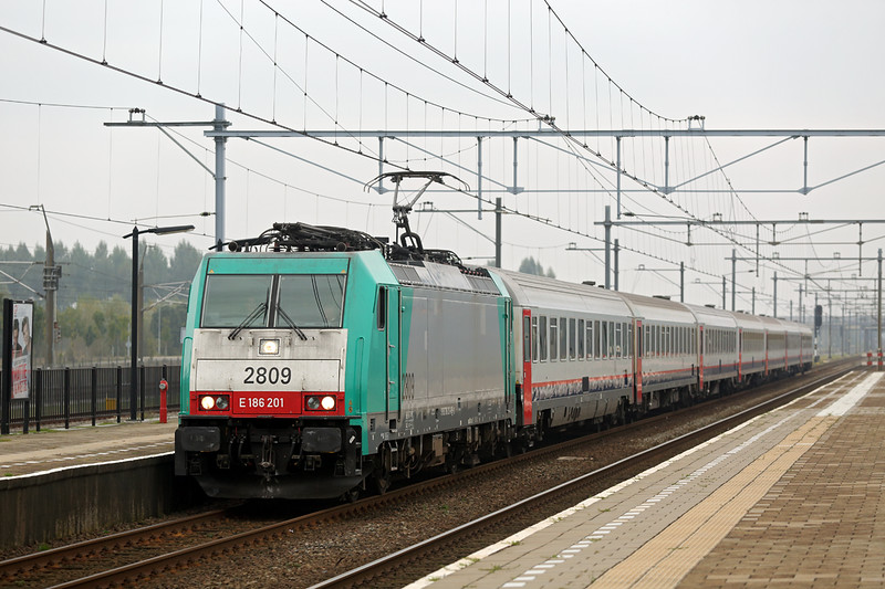 2809 Lage Zwaluwe 24/10/2016<br /> IC9228 0952 Amsterdam Centraal-Bruxelles Midi