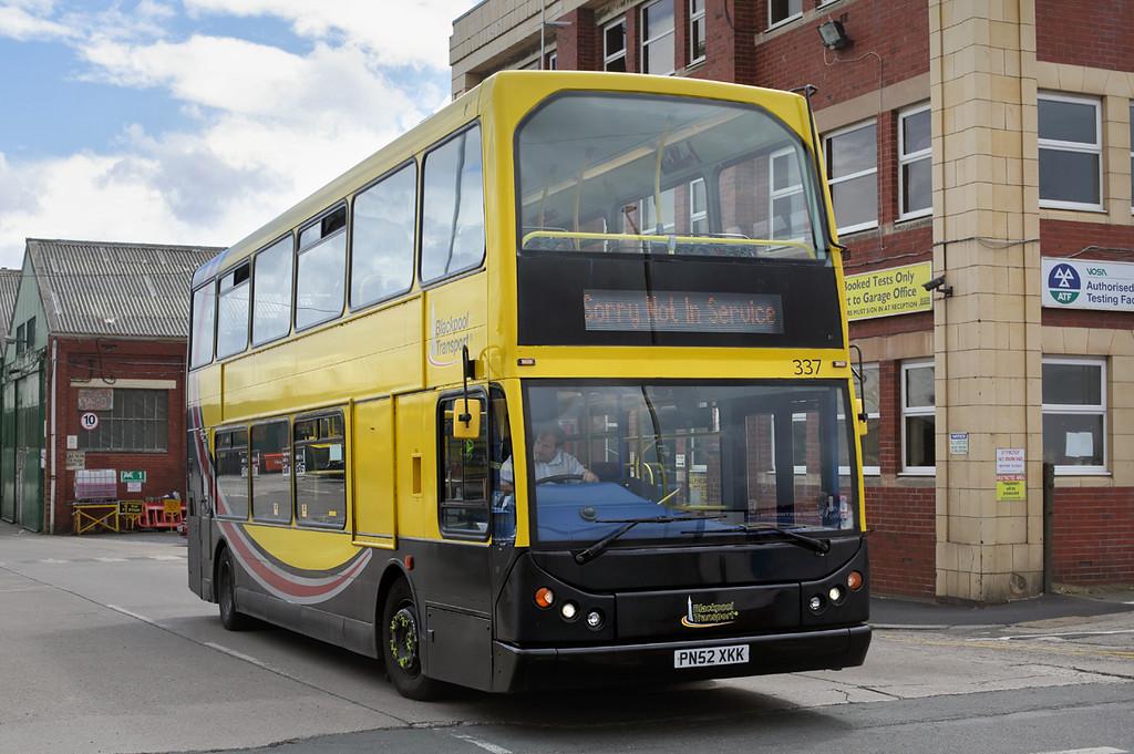 337 PN52XKK, Blackpool 1/7/2016
