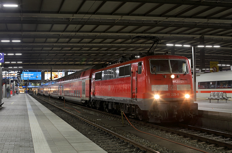 111225 München Hbf 30/11/2016