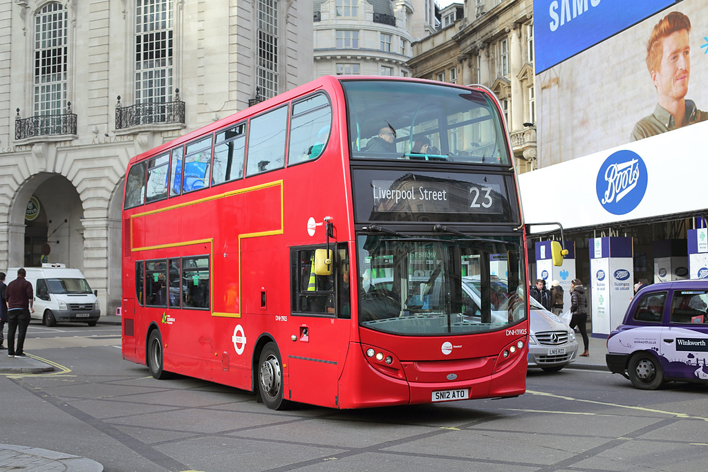 DNH39125 SN12ATO, Piccadilly Circus 3/1/2017