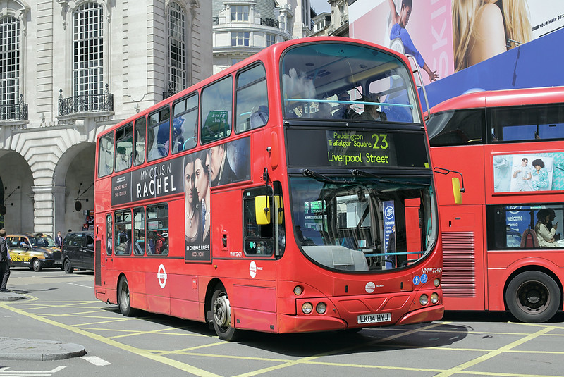 VNW32429 LK04HYJ, Piccadilly Circus 7/6/2017
