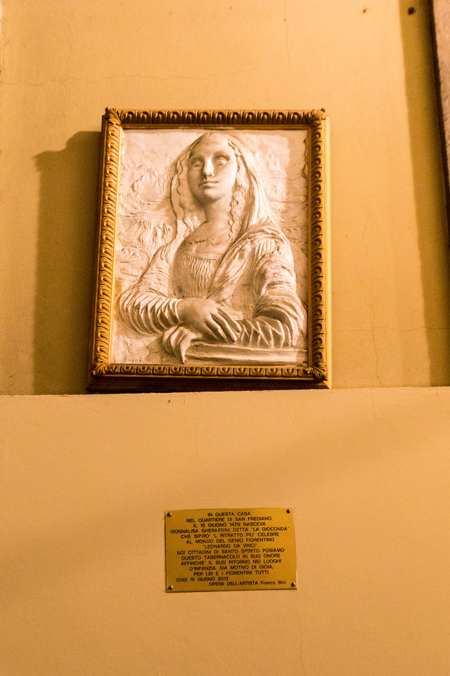 "A plaque commemorating the house where the ""Mona Lisa"" lived"