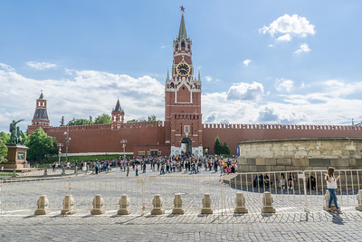 An entrance to the Kremlin from Red Square