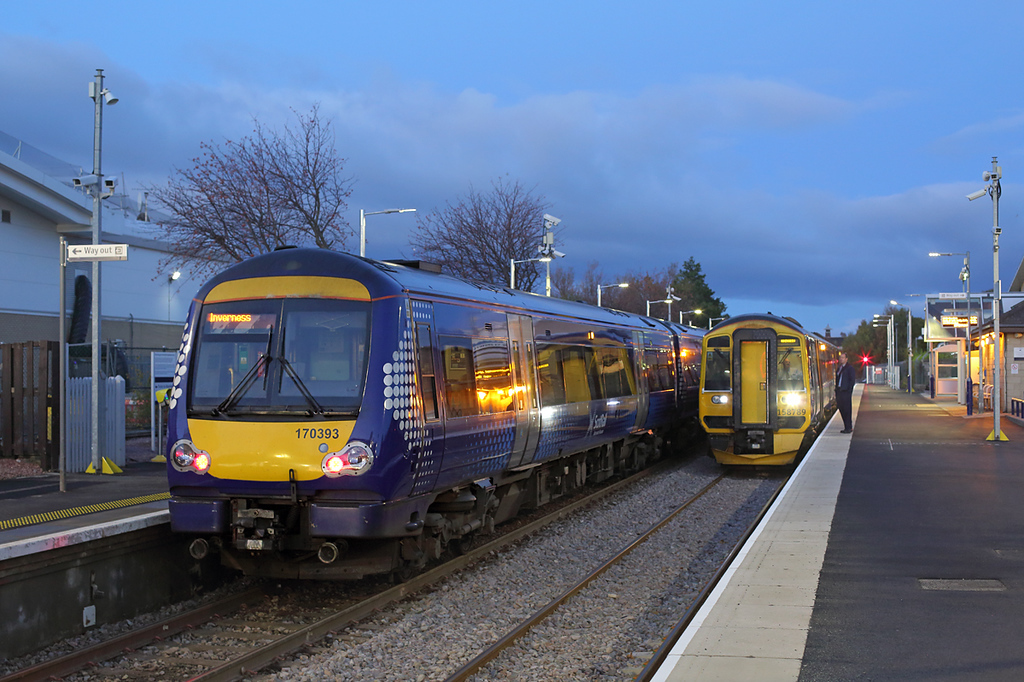 170393 and 158789, Elgin 26/10/2017<br /> 170393: 1H23 0614 Aberdeen-Inverness<br /> 158789: 1A46 0709 Inverness-Aberdeen