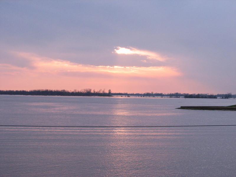 Sunset,  Mississippi river         (Memphis, TS)