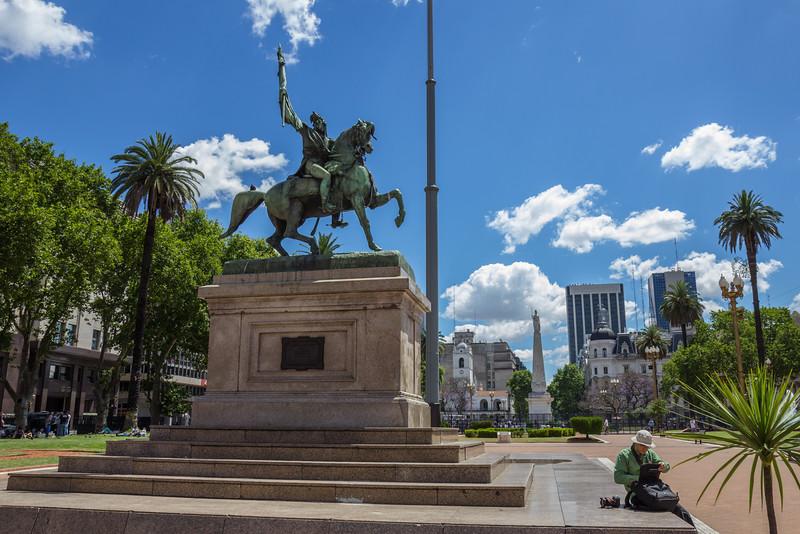 Stature on Plaza de Mayo