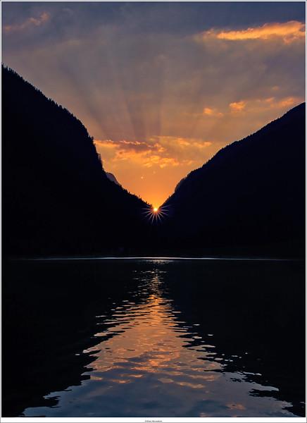 Sunset at the Hallstatt lake.