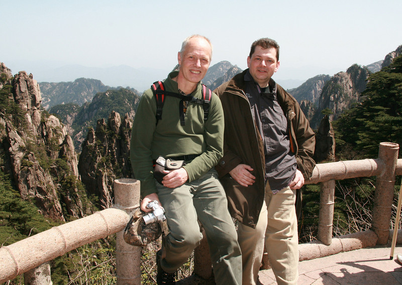Marijn and Raymond at a viewpoint in Natonal Park Huangshan, Anhui, East China