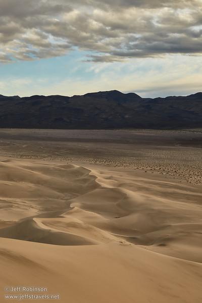 (3/8/2016, Eureka Dunes, Death Valley trip)<br /> EF24-105mm f/4L IS USM @ 60mm f/11 1/200s ISO400