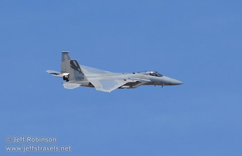 Fighter jet flying by (3/10/2016, Eureka Dunes, Death Valley trip)<br /> EF100-400mm f/4.5-5.6L IS II USM @ 400mm f/10 1/800s ISO400