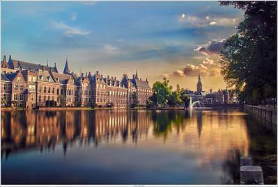 """The """"Hofvijver"""" with the """"Binnenhof"""" (inner court)"""