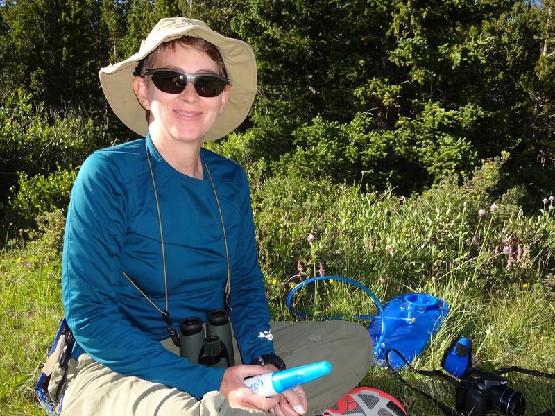 Patti operates the Steri-Pen to sterilize the water.