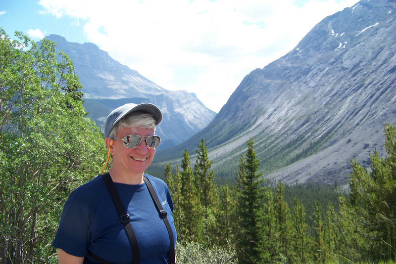We stop at overlooks along our drive, enjoying the broad glacier-carved valleys.