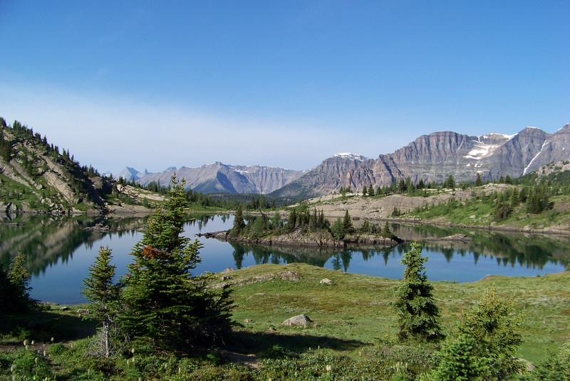 Rock Isle lake, in the early morning before any other hikers arrive, is a wondrous place to be.
