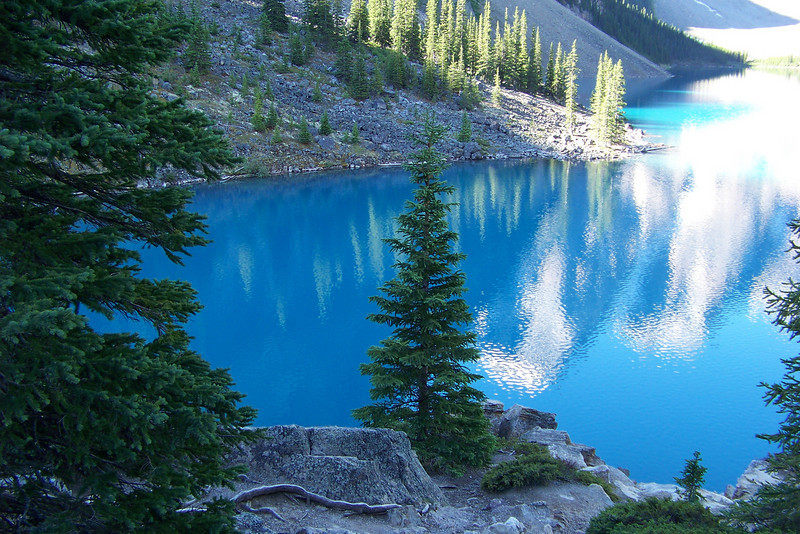 The color of Moraine Lake changes with the angle of the sun.