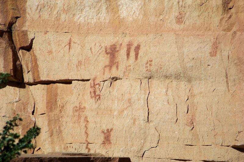 Our rest spot also features some nice pictographs.