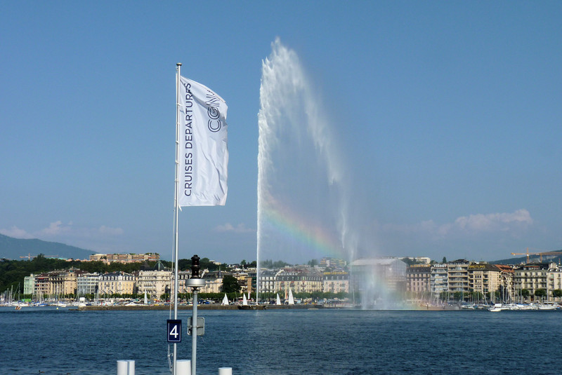 Another view of Geneva's Jet d'eau with a nice rainbow.