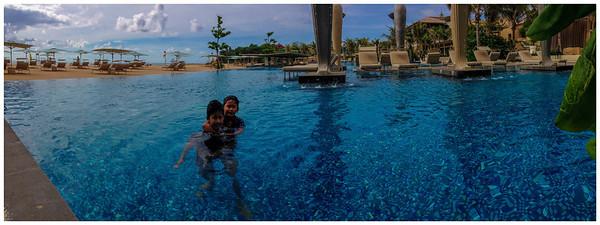 Sky pool @ Mulia