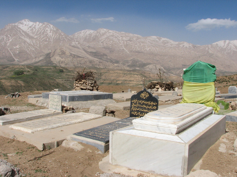 burial ground with graves (cemetery)