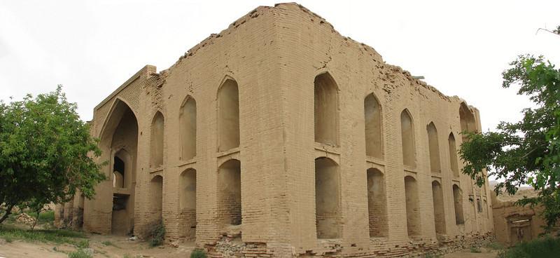 mud house Abbas Abat (NW of Natanz, 10 May)