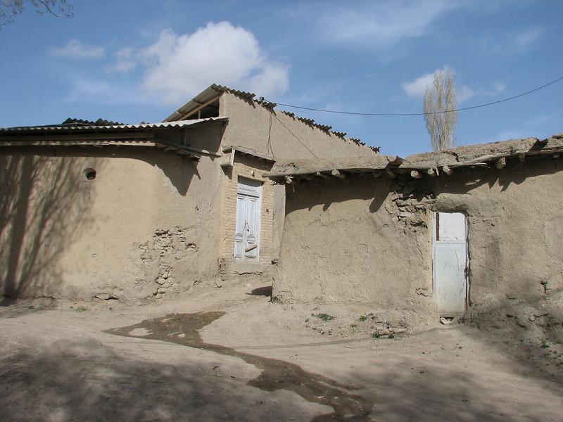 mud-houses (Tash pa'in, East Elburz, N.Iran)