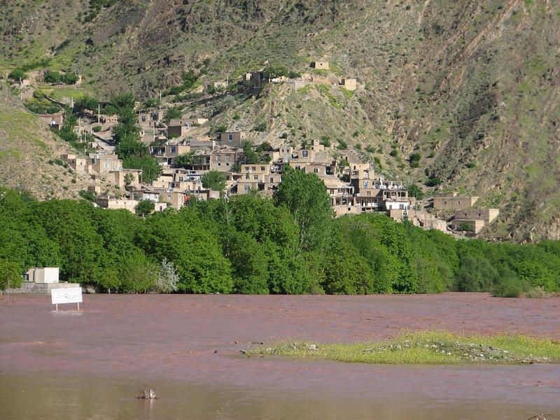 Armenian village (Iran, Azarbayjan-e-Gharqi, mountains NE of Mardanqayem, border Iran-Armenia (16)