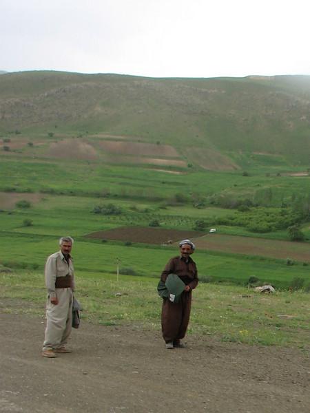 Kurd men (Iran, Azarbayjan-e-Gharbi, pass near Khalifen 2150m, near reservoir Mahabad (27)
