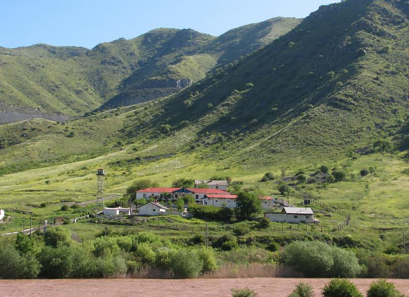 landscape with observation post in Armenia (Iran, Azarbayjan-e-Gharqi, mountains NE of Mardanqayem, border Iran-Armenia (16)