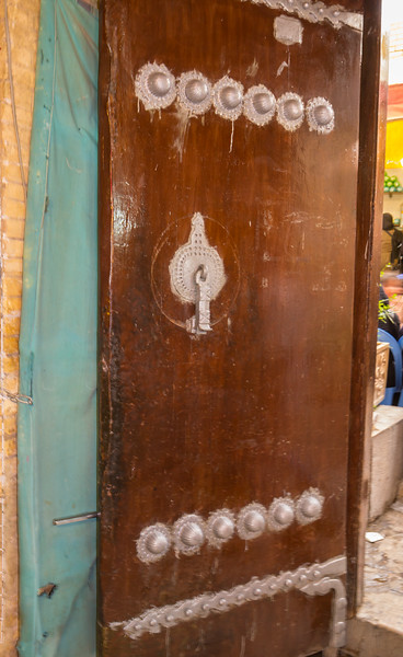Entrance men-gate, Vakil Bazaar