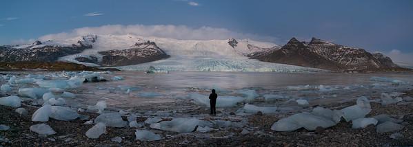 Neznámá ledovcová laguna Fjallsárlón nedaleko své mnohem profláklejší sestřičky. Přesto výhled spektakulární - a jsme tu úplně sami!