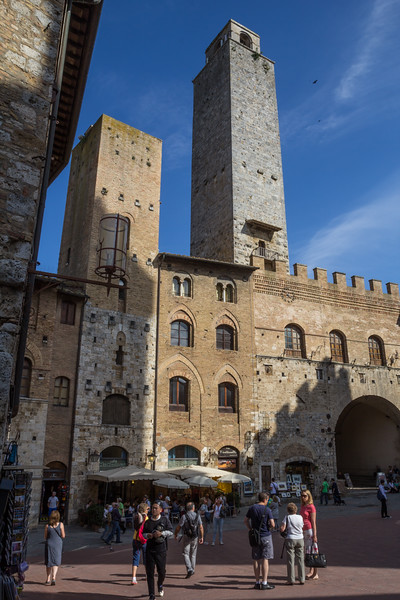 Torre Chigi, fortified tower houses