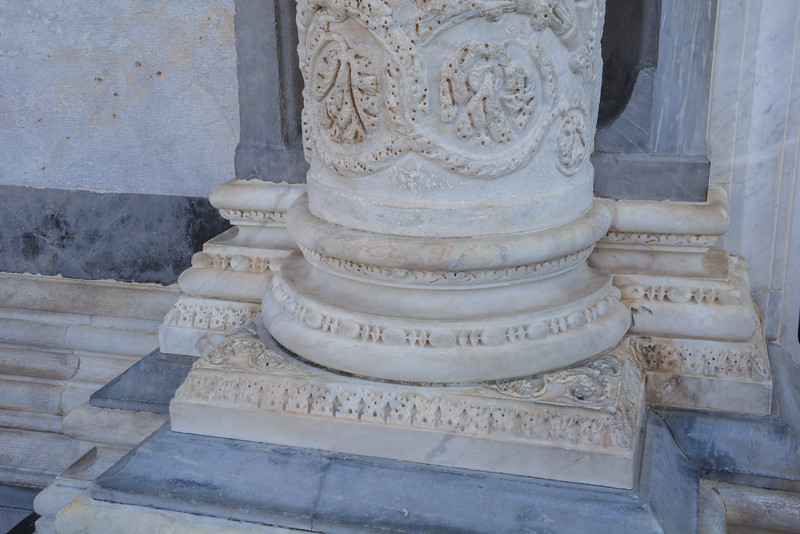 Base of the pillars near the entance of the Duomo