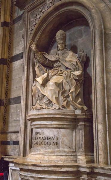 Statue of Pope Pius II